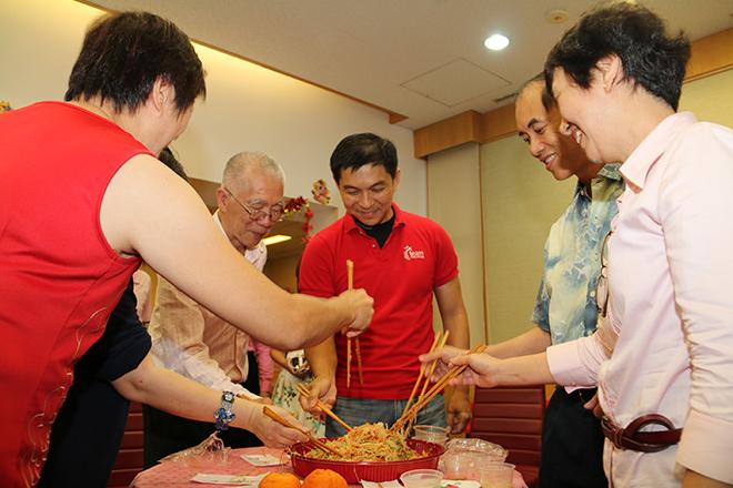 Lo Hei with MP Tan Chuan Jin and Shinnyo-en (8-February-2014)